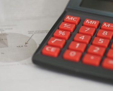 Ogden rate cut costs Aviva £475m, but investors shrug it off