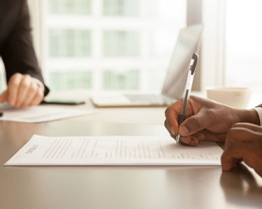 Insurance contracts need improvement, say Swiss buyers