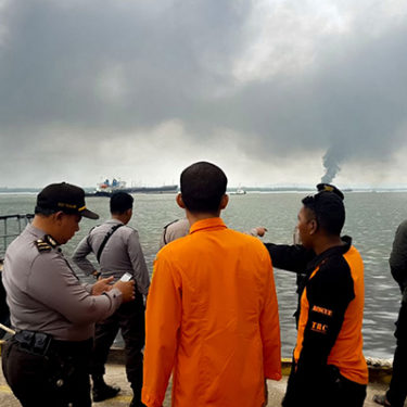 Burst pipe causes fatal oil spill in Indonesia