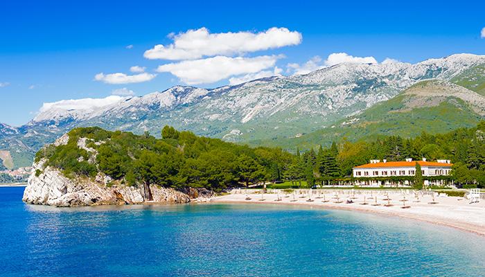 Adriatic Sea clean water, the countries with coasts on the Adriatic are Italy, Albania, Montenegro, Bosnia-Herzegovina, Croatia, and Slovenia.