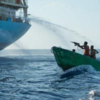 Somali pirates extend scope of attacks